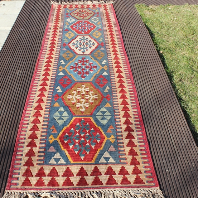 "Picture of 2'7"" x 9'1"" 